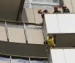"""Incredibil chiar şi pentru """"Spiderman"""". Alain Robert a escaladat hotelul Intercontinental în doar 15 minute!"""