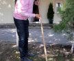 Ilie Năstase a muncit pînă a făcut răni la degete la curăţirea bazei Voinţa, unde doreşte să construiască Academia de Tenis Foto: Libertatea