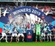 """Anglia e albastră! Guardiola și Manchester City au intrat în istorie. Primii care reușesc """"tripla"""" campionat - Cupă - Cupa Ligii. Cu Supercupa, sunt 4 trofee. Foto: Reuters"""