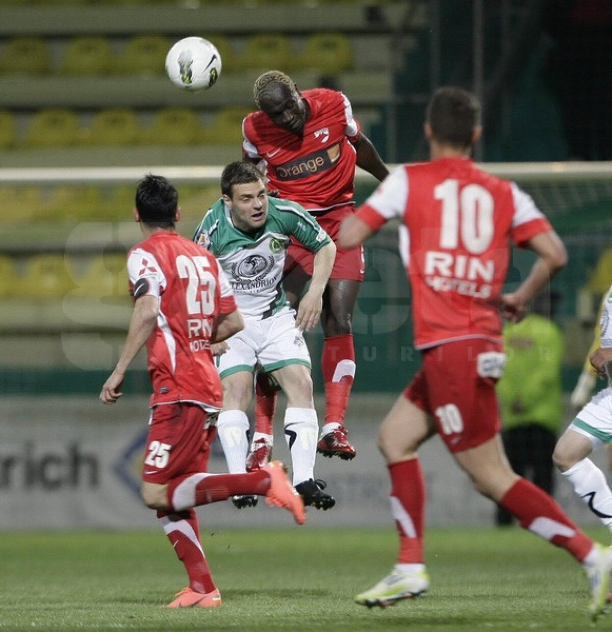 """FOTO Chiajna - Dinamo 1-3 » """"Cîinii"""" respiră şi rămîn în lupta pentru titlu"""