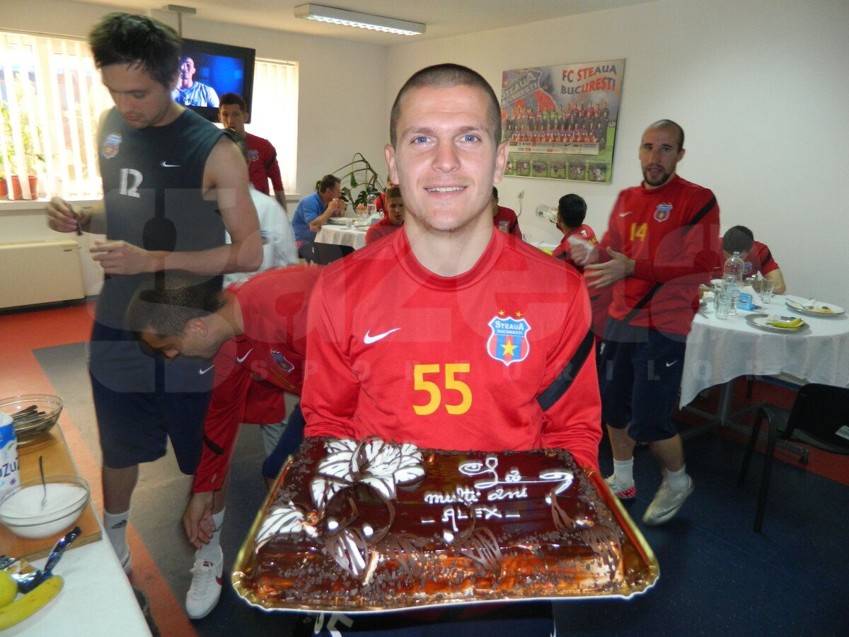FOTO Aniversare cu peripeţii » Bourceanu a avut parte de un cadou inedit din partea colegilor