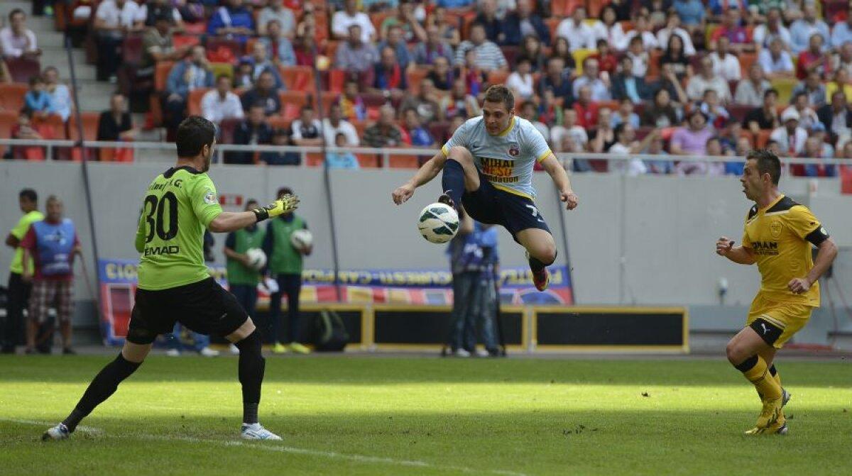 VIDEO&FOTO Spectacol şi la cea de-a 24-a victorie » Steaua - Braşov 4-0 şi roş-albaştrii au încheiat perfect sezonul