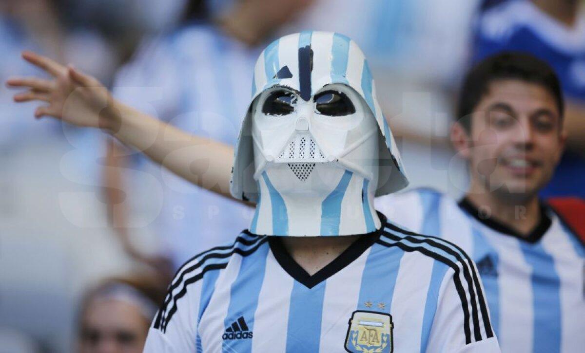 FOTO Chipuri mondiale » Fanii fac cel puţin jumătate din spectacolul de la World Cup