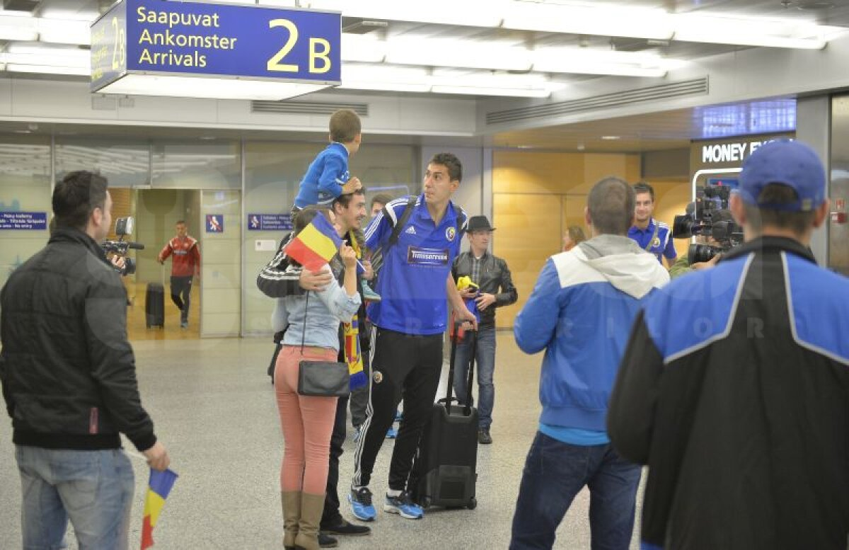 GALERIE FOTO Naţionala României a fost primită cu mult entuziasm pe aeroportul din Helsinki