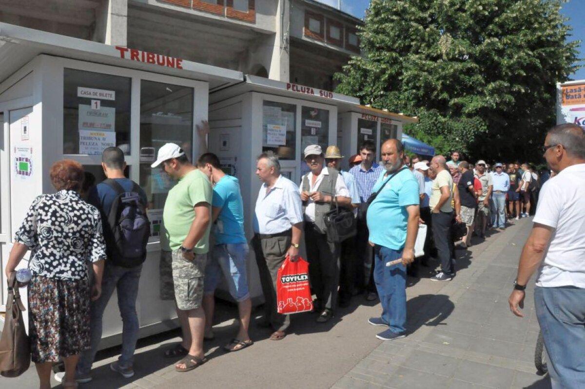 GALERIE FOTO Din nou cu casa închisă! Fanii lui FC Botoșani au dat năvală la casele de bilete înainte de meciul cu Legia