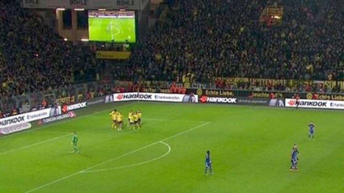 """VIDEO Reluarea pe tabelă a unui gol înscris din ofsaid la Dortmund - Ingolstadt l-a împiedicat pe arbitru să-l anuleze: """"Ne alergau fanii!"""""""