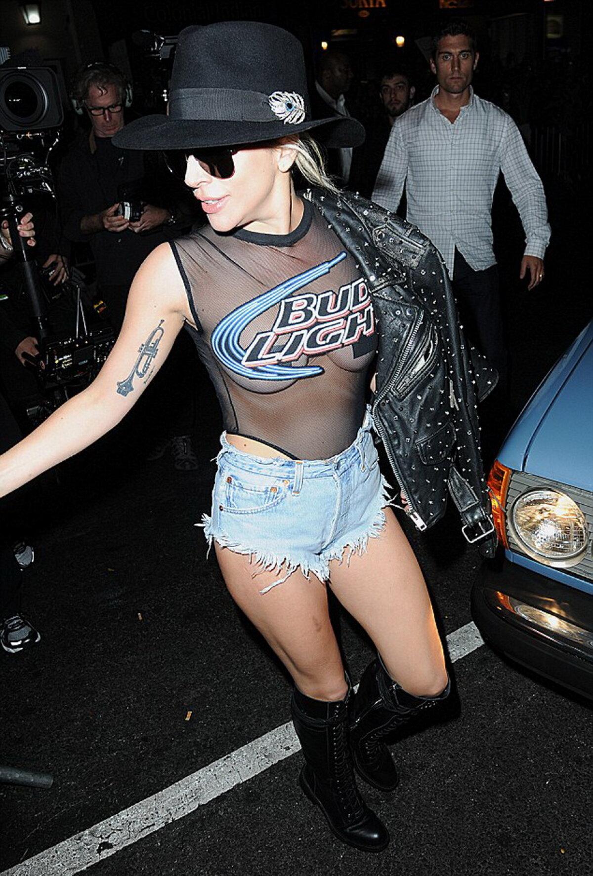 GALERIE FOTO » Lady Gaga, o nouă ținută incendiară