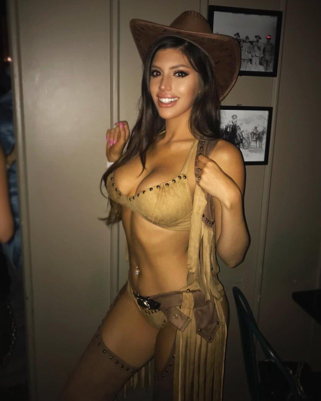 GALERIE FOTO HOT Năucitoarea Rosana Hernandez, ambasadoare pentru branduri de lux, a pozat fără haine pentru prima dată