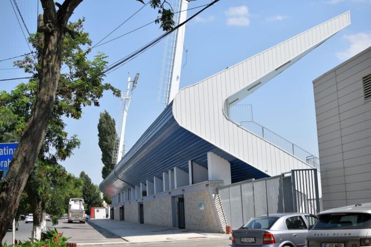 """FOTO Stadionul lui Dragnea e gata! Reportaj de la Turnu Măgurele: """"Aici chiar n-aveți ce să scrieți de rău, nu contează dacă sunteți sau nu cu opoziția"""""""