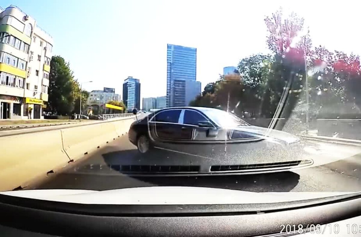VIDEO Mașina lui Gigi Becali, surprinsă pe contratens în București!
