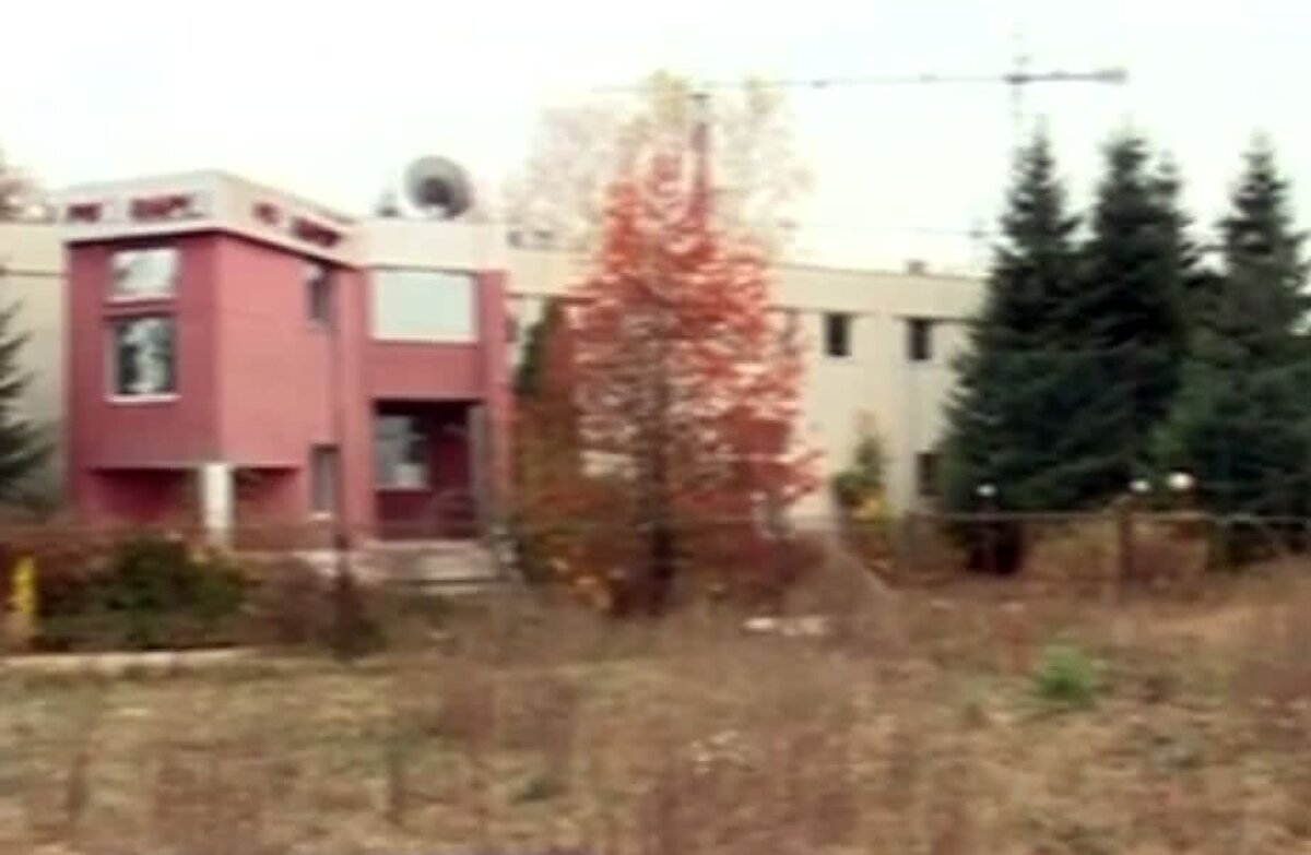 VIDEO + FOTO Imagini apocaliptice! ProRapid a ajuns o ruină » Cum arată acum baza de pregătire: terenuri acoperite cu buruieni și clădiri degradate
