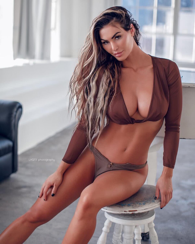 KATELYN RUNCK // FOTO Frumoasa și marea » O divă a fitnessului face furori pe rețelele de socializare