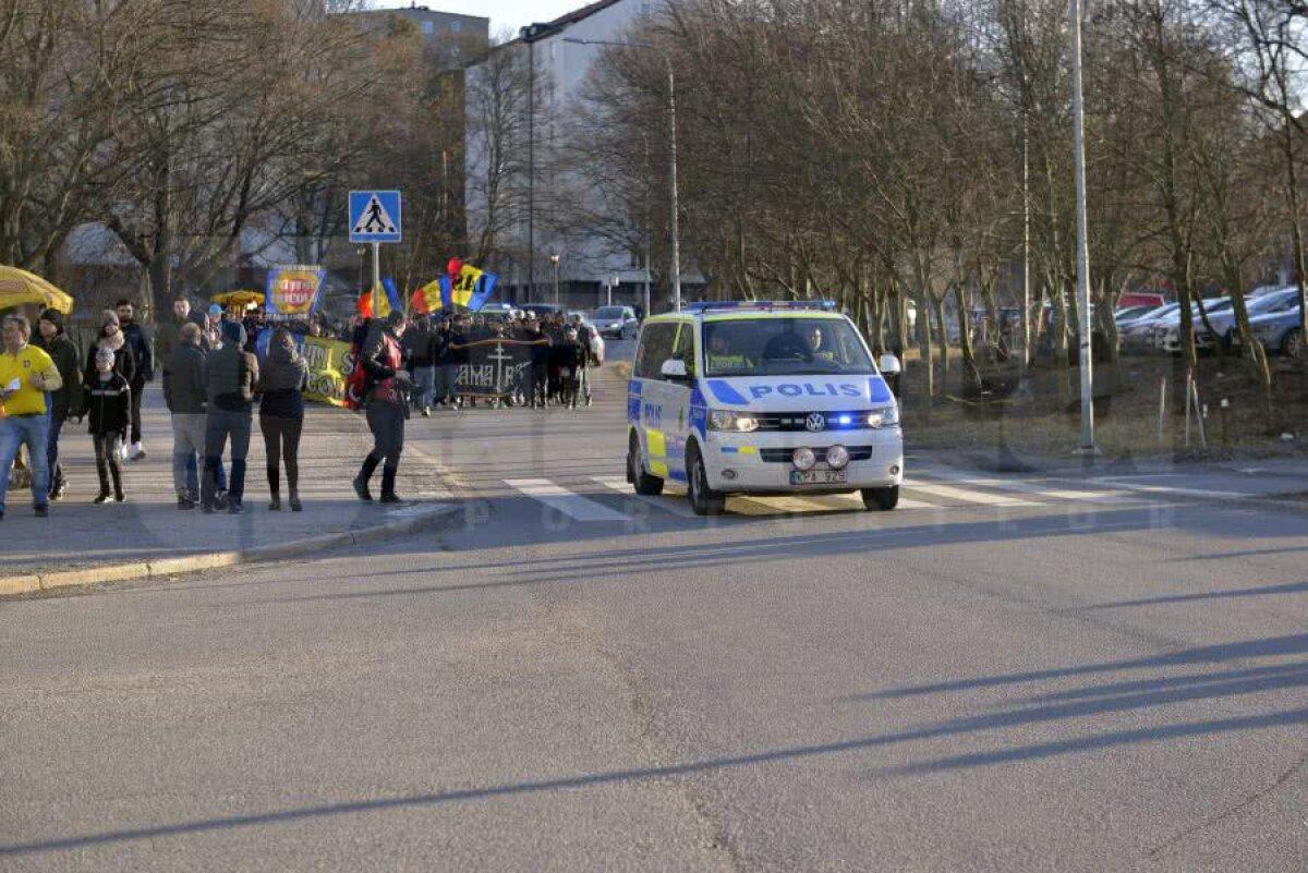 GALERIE FOTO » Mesaj vulgar anti-PSD în fața stadionului pe care se va juca Suedia - România