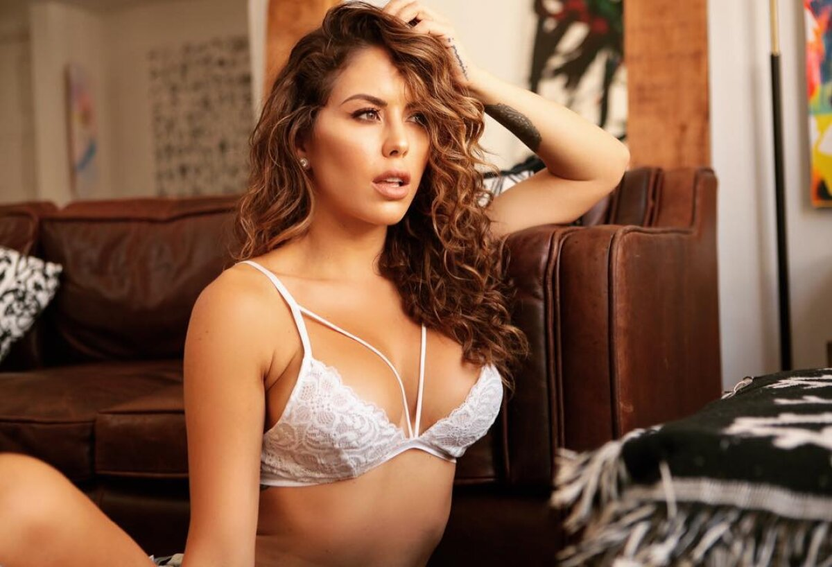 "GALERIE FOTO Brittney Palmer, fata care uluiește UFC-ul: de două ori ""Ringcard Girl of the Year"""