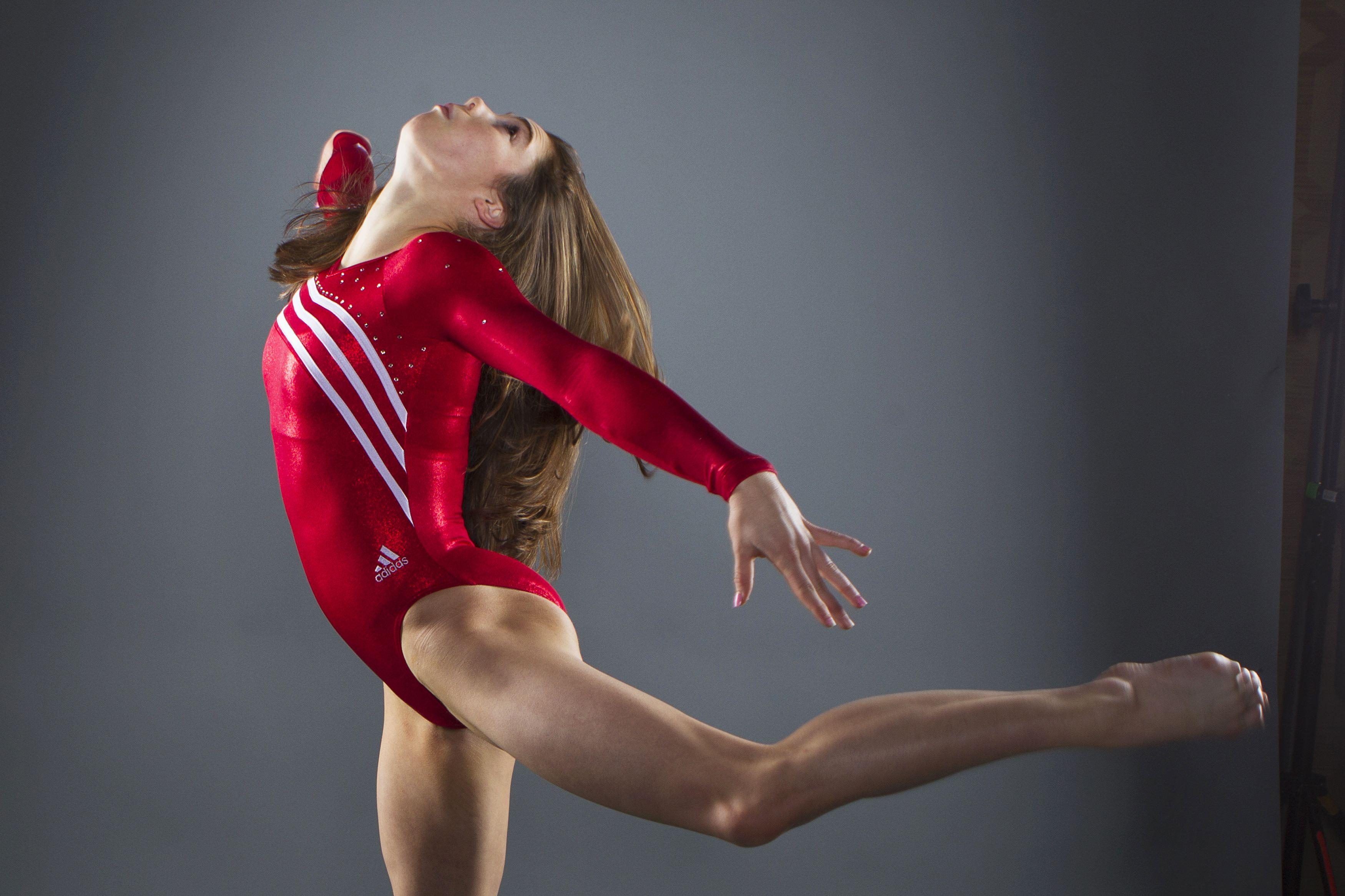 Супер голая гимнастика, Голые гимнастки: смотреть русское порно видео онлайн 12 фотография