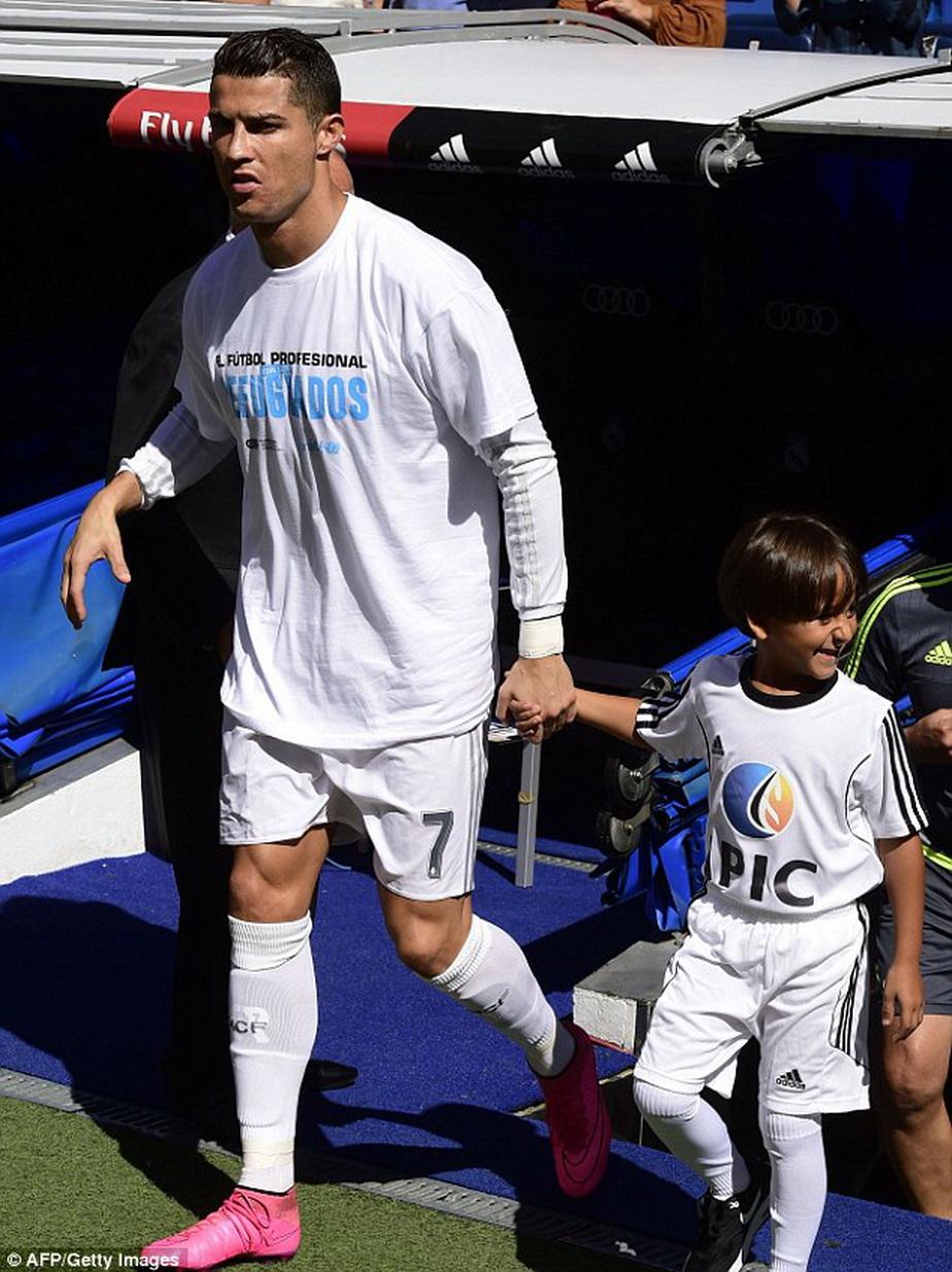 Gest emoţionant făcut de Cristiano Ronaldo cu un copil din Siria