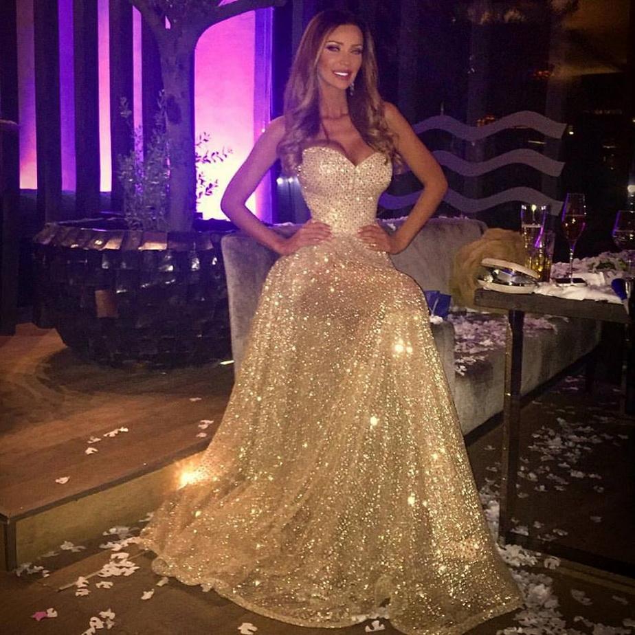 Bianca Drăgușanu, strălucitoare în noaptea de Revelion!