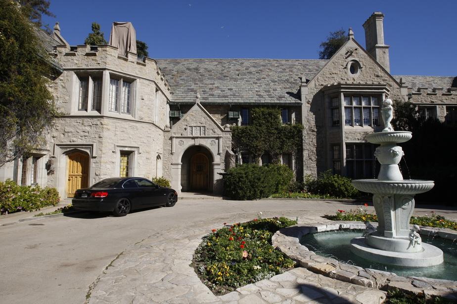 Fondatorul revistei Playboy își vinde casa! Nu o să crezi ce sumă fabuloasă cere