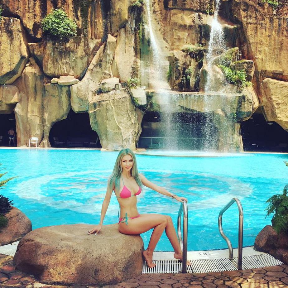 FOTO » Andreea Bălan arată superb! Uite cum își incită fanii
