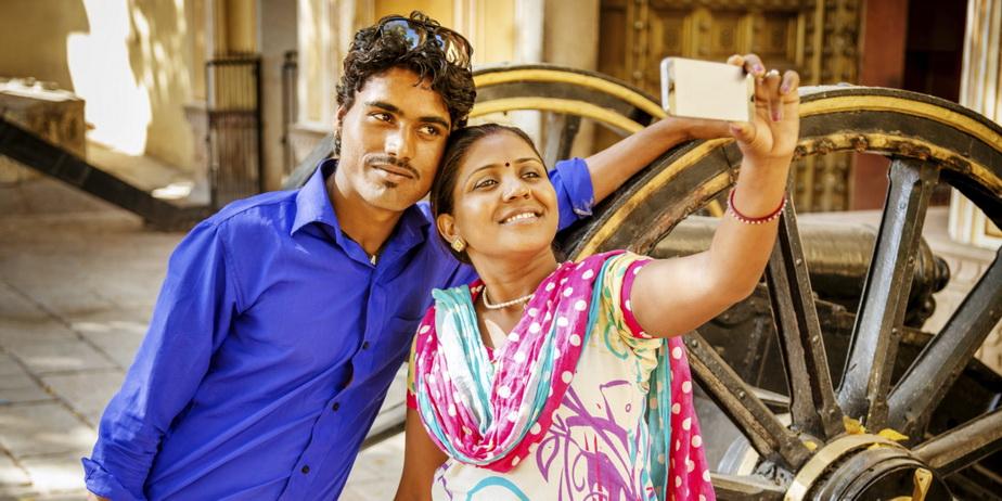 Măsură incredibilă luată de poliția din Mumbai: Selfie-urile interzise!