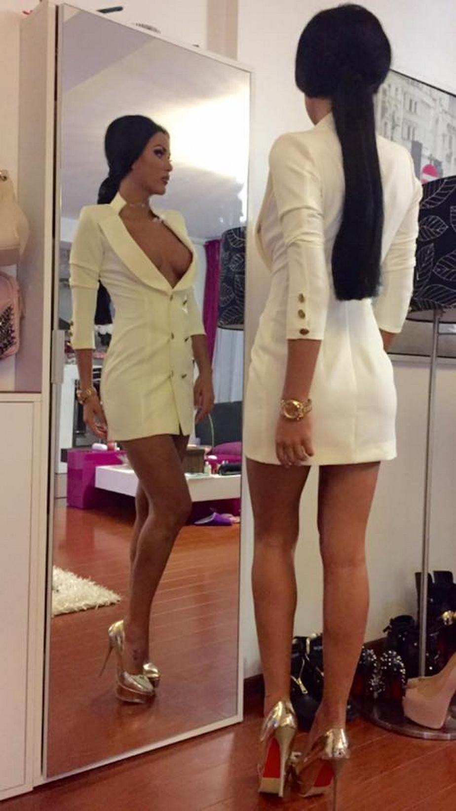 Daniela Crudu arată mai bine ca niciodată! Bruneta postează poze din ce în ce mai sexy