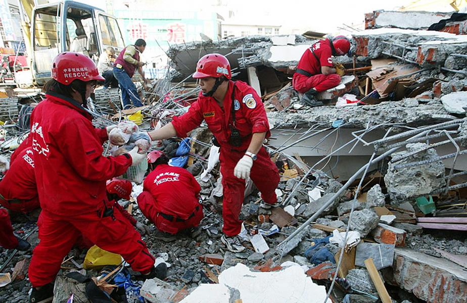 O pisică, salvatoarea a doi copii în urma cutremurului din Taiwan