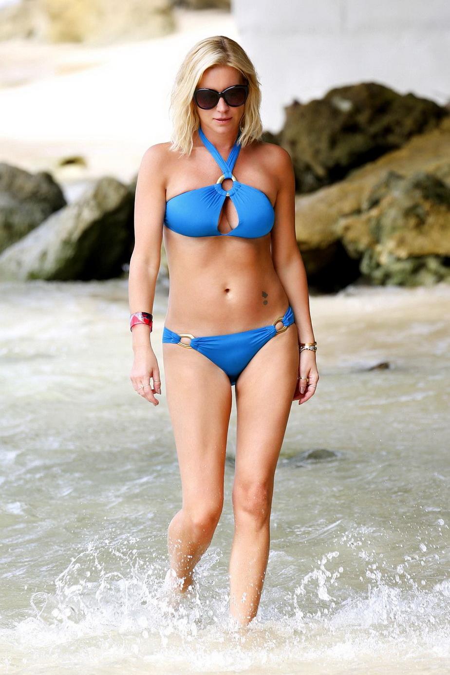 Ea este dovada că femeile de peste 40 de ani sunt superbe! Denise Van Outen este în cea mai bună formă