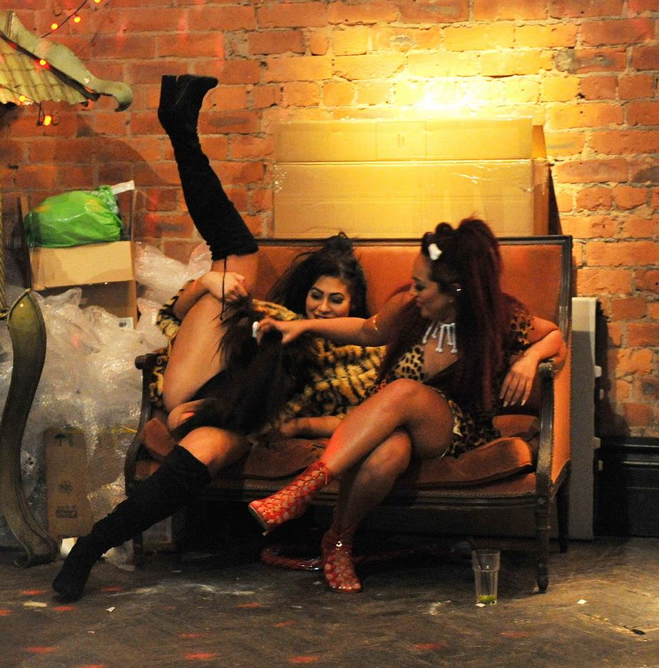 Imaginile ruşinii! O divă britanică, suprinsă în ipostaze jenante după petreceri