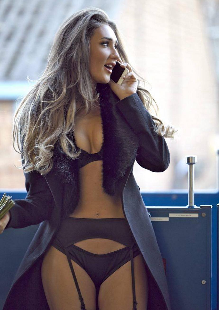 FOTO » Bărbaţii nu îşi pot dori mai mult. O divă britanică, super hot de Valentine's Day