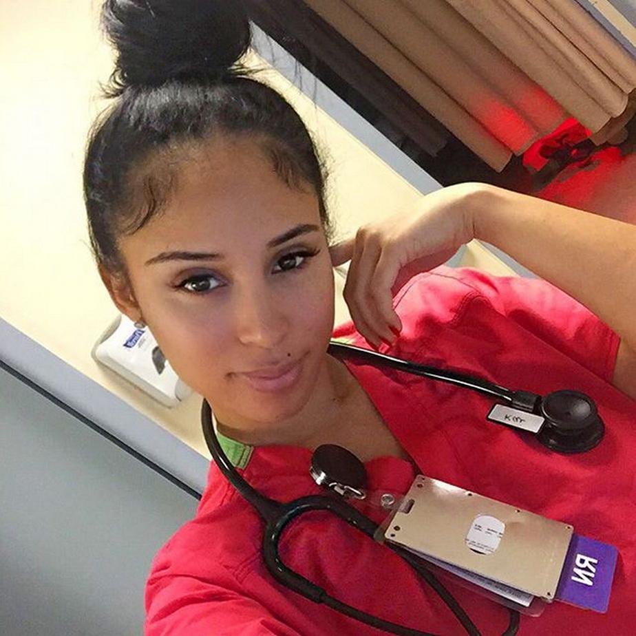 Cea mai sexy asistentă medicală din lume, în criză de idei