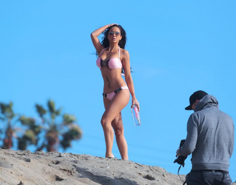 Când a apărut ea, plaja din Malibu a luat foc! Melissa Riso, superbă în costum de baie