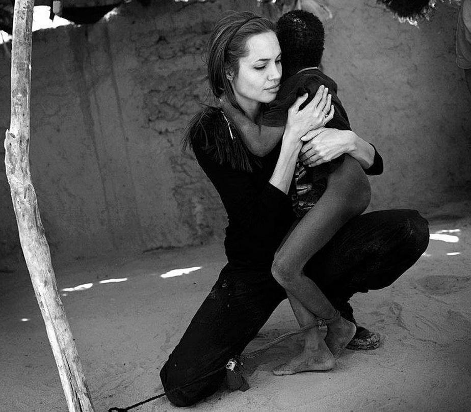 Angelina Jolie, în cea mai emoţionantă imagine în care a apărut vreodată! Îţi vor da lacrimile