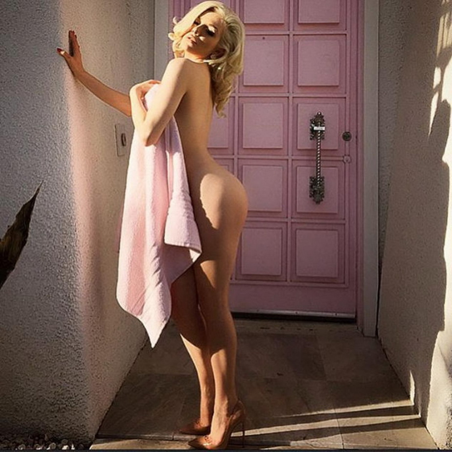 Courtney Stodden nu are inhibiții! A pozat complet dezbrăcată