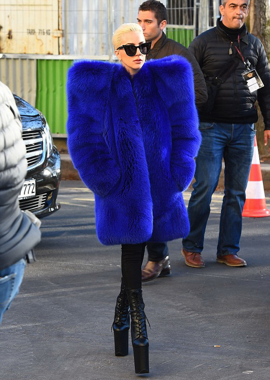 Lady Gaga a revenit la vechiul stil vestimentar. Ținuta ei va da startul unui nou trend