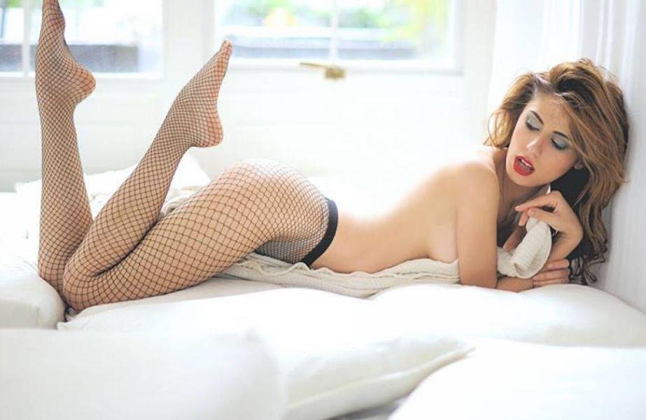 Sperone La Modella Campana Ines Trocchia Posa Seminuda Per Pornhub 1