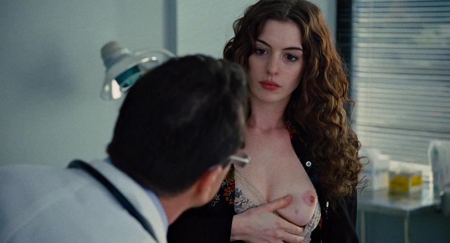 Poze nud pe rețelele de socializare cu Anne Hathaway! Actriţa a fost victima atacului unor hackeri