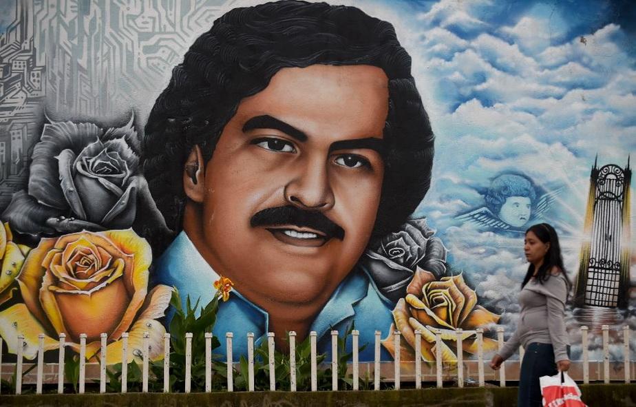 Incredibil, dar adevărat! Iată țara unde Pablo Escobar îl bate la vânzări pe Papa Francisc!