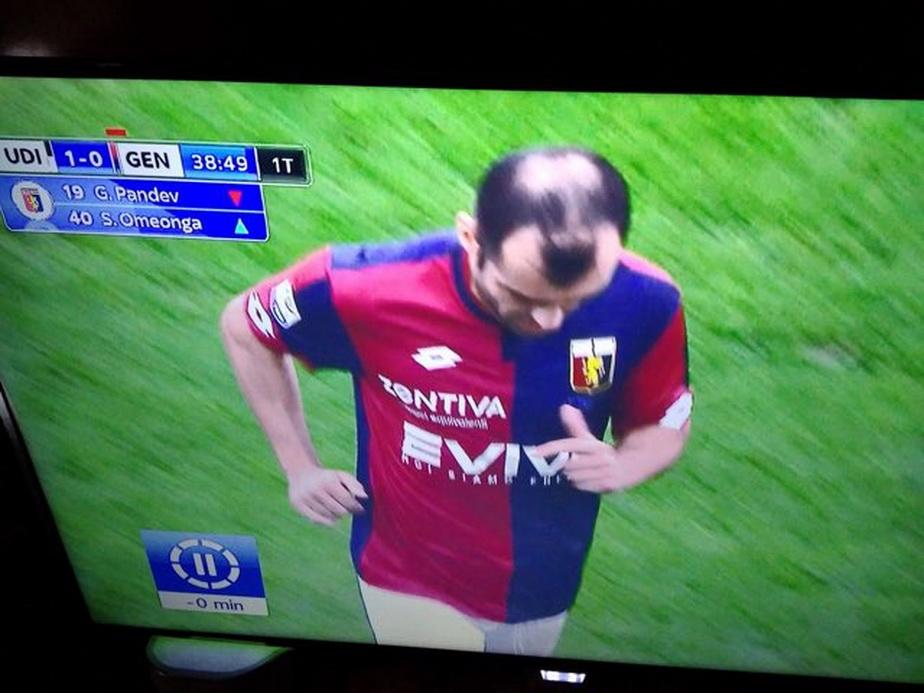 FOTO Această fotografie te va face să râzi cu lacrimi. Uite ce formă are chelia unui mare fotbalist!