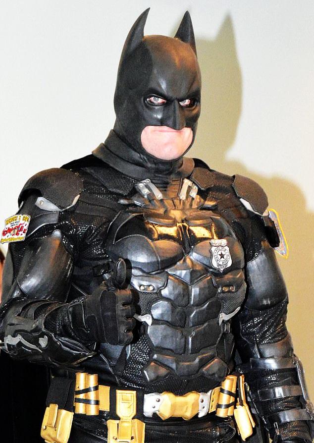 FOTO Un hoț a fost arestat chiar de... Batman!