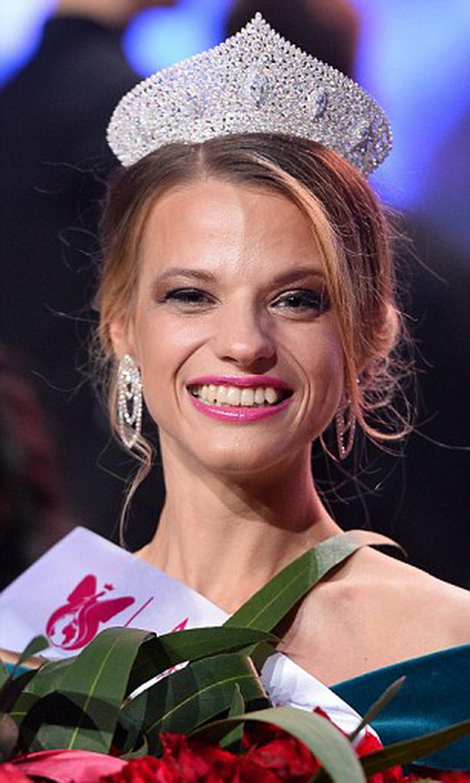 GALERIE FOTO Miss World 2017 în scaun cu rotile. Vezi ce fotomodel a câştigat competiţia