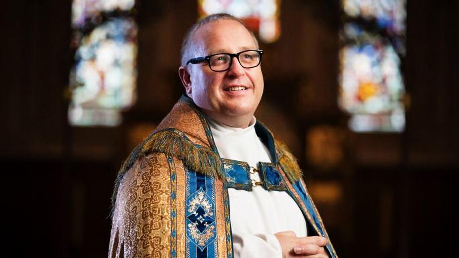 De necrezut! Un preot face rugăciuni pentru ca prințul George să fie gay