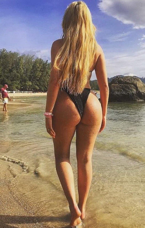 FOTO Cel mai bombat posterior a fost expus la plajă în acest weekend!