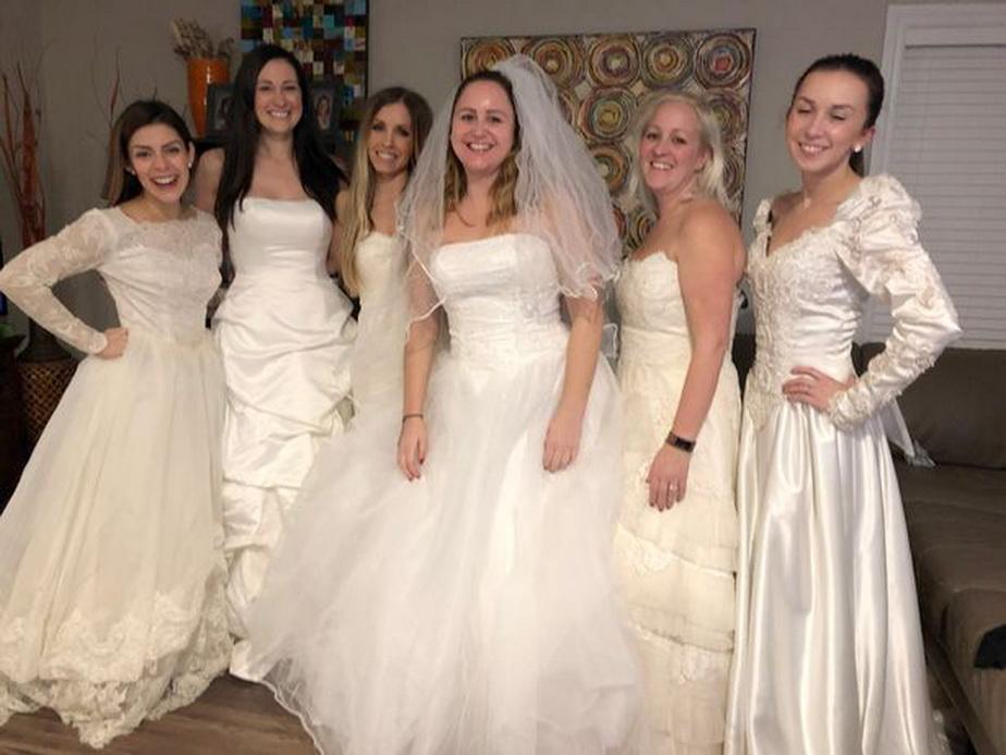 A sărbătorit divorţul în rochie de mireasă!