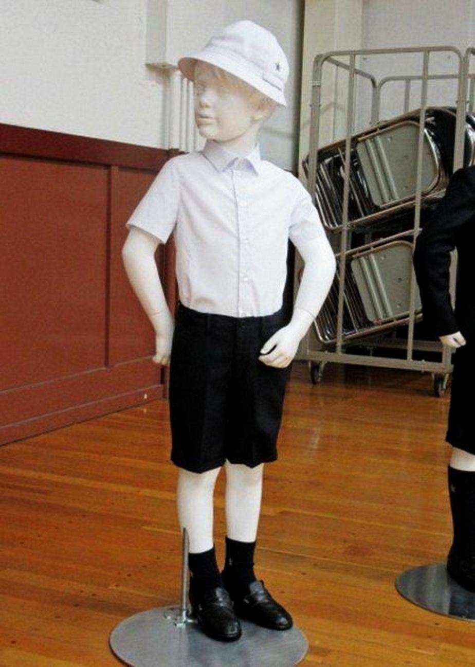 O școală din Japonia cere 730 de dolari elevilor pentru uniforma de la Armani