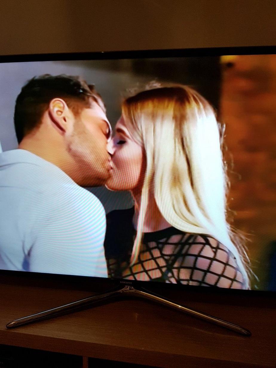 Un tânăr a văzut la televizor că iubita sa îl înșela