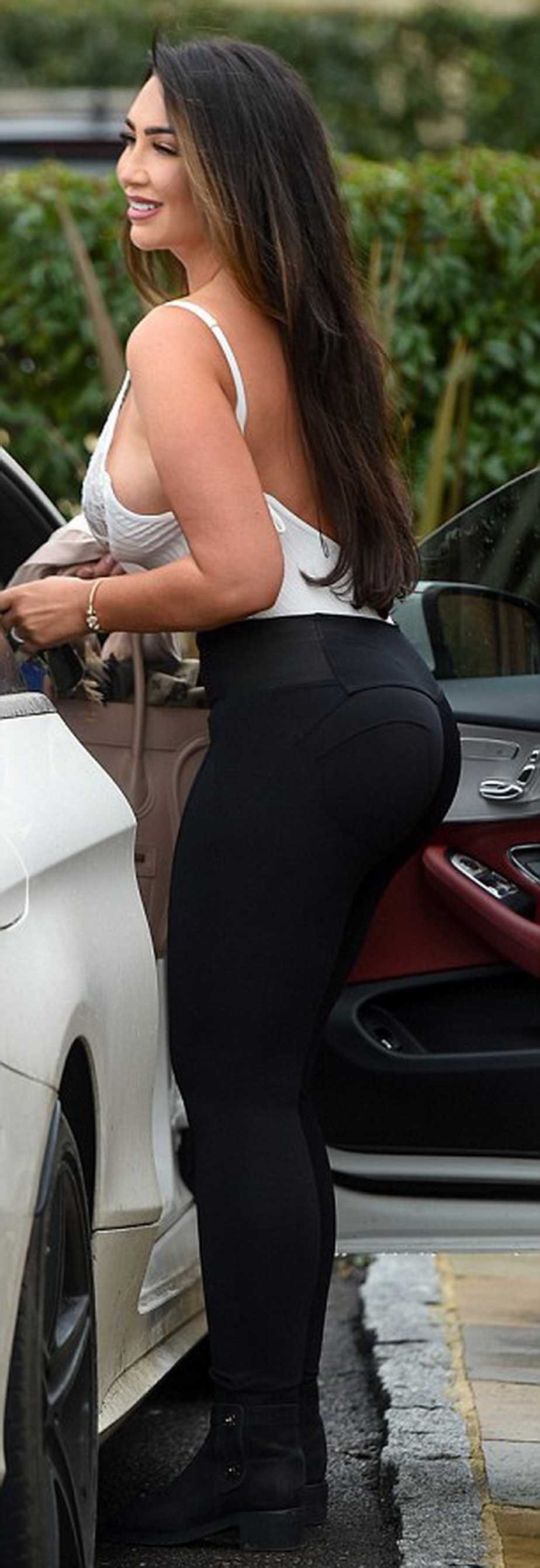lauren goodger4
