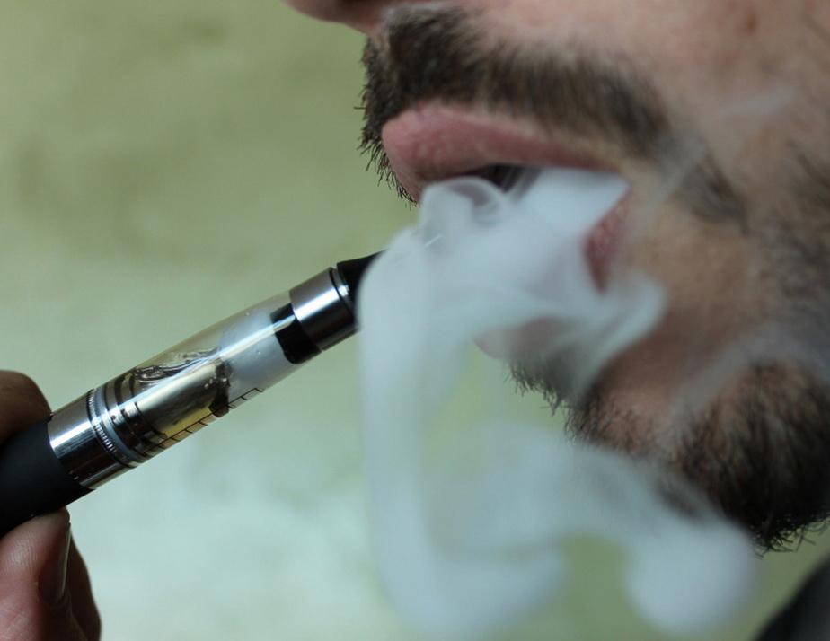 O țigară electronică a ucis un bărbat și i-a incendiat casa