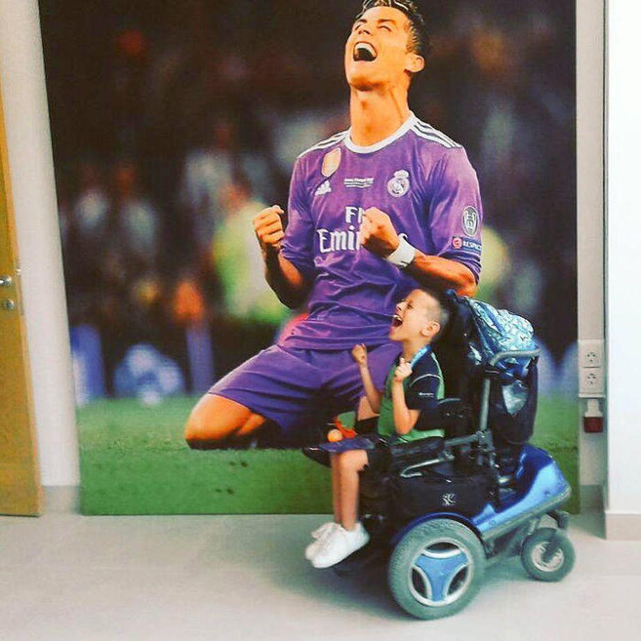 Puștiul macedonean imită bucuria lui Cristiano Ronaldo