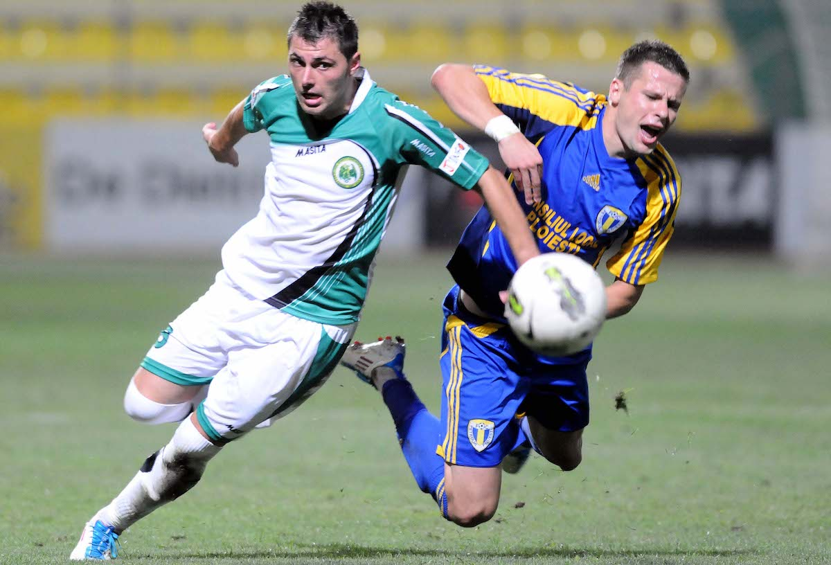 alin stoica l playing for chiajna against petrolul
