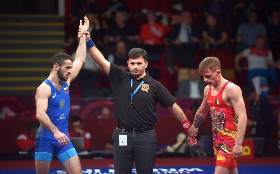 Florin Tița în timpul finalei cu rusul Vitali Kabaloev FOTO Raed Krishan